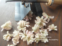 思い通りにお花の表情がつけられるこて当て♪ - 愛知 豊橋 布花アクセサリーCendrillon
