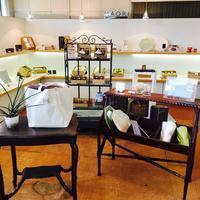 BRIDAL GIFTMAORI コーナーのディスプレイを変えました。 - 紅茶とうつわの店