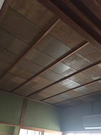 和室の天井にプリントベニアを張る - 幸せが舞い降りる…サンタのリノベ