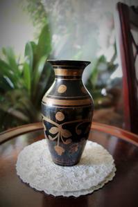 金彩入り黒のメタル花瓶半額 - スペイン・バルセロナ・アンティーク gyu's shop
