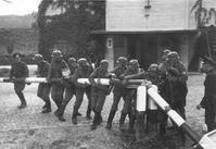 ここから第2の世界大戦が始まった~ドイツ・ポーランド国境ゲートを突破するドイツ兵1939年9月1日 - Colorized War and Peace ~モノクロ写真のデジタル着色~