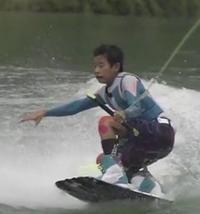 濱崎優友さんは琵琶湖で練習するウェイクボードのプロ選手 - ありがとう