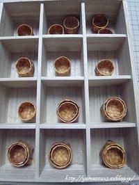 地道に増える小さな籠と刺激を受けた籠 - ロシアから白樺細工