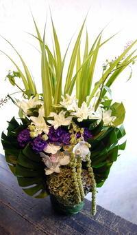 お父様の三回忌にアレンジメント。釧路市に発送。2017/09/08着。 - 札幌 花屋 meLL flowers