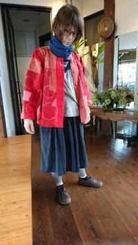 紅花染め 接ぎ合わせジャケットにシャボン玉刺し子 - 古布や麻の葉