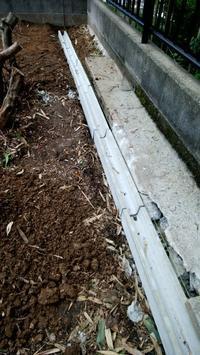庭に側溝を設置する - サンタリーフ・・・リノベのレシピ
