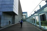 二科展見学。「国立新美術館」を広角レンズで撮る。 - 『私のデジタル写真眼』