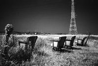 夜空を見上げる男女4人透明人間 - Film&Gasoline
