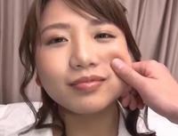 美人の頬をつねる画像 - 面白い話題