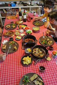涼しくなって思いっきりゲーム大会っ!と手羽のアヒージョのオーブン焼き - グルグルつばめ食堂