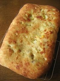 フォカッチャ(新じゃが、とうもろこし、ベーコン) - slow life,bread life