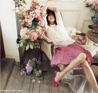 sweetで森星さんが着用しているレトロで繊細なレースのブラウスとピンクのレーススカートコーデ【シュープリームララ】 - *Ray(レイ) 系ほなみのブログ*