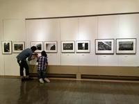 富山で展示中 - 写真家 永嶋勝美の「散歩の途中で . . . !」(DGSM Print)