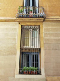 グラシア地区で見た窓と扉とバルコニー - gyuのバルセロナ便り  Letter from Barcelona