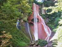 草津町 老女の血が流れているような嫗仙の滝     Osen falls in Kusatsu, Gunma - やっぱり自然が好き