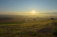朝霧の丘 - やぁやぁ。