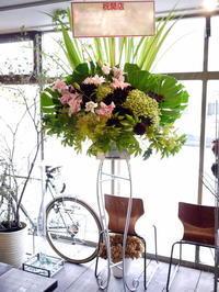 平岸2条にオープンのスープカレー屋さんにスタンド花。2017/09/18。 - 札幌 花屋 meLL flowers