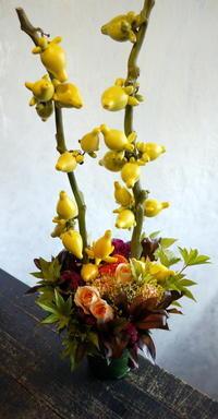 南3条の中南米料理のお店の1周年イベントにアレンジメント。「個性的、ちょっと変わった感じに」。2017/09/22。 - 札幌 花屋 meLL flowers
