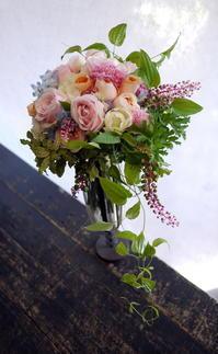 結婚される方への写真撮影用のクラッチブーケとブートニア。2017/09/24 - 札幌 花屋 meLL flowers