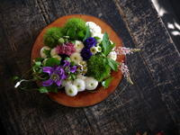 Chicago Poodleさんのアルバムリリースイベントに。「和風、白~ピンク~紫を使って」。アンティークディッシュアレンジメント。2017/09/24。 - 札幌 花屋 meLL flowers