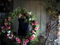ご新婦からの依頼で、レストランウェディングの会場装飾用の大型のアーティフィシャルフラワー(造花)リース2点。伏見1丁目のthe Terraceさんにお届け。201709/23。 - 札幌 花屋 meLL flowers