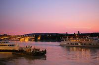 ドナウ川の夕暮れ - 一瞬をみつめて