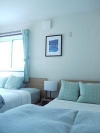 我が家の寝室にアートを飾りました。BEFOR / AFTERで見るアートの効果! - YUNO INTERIOR DESIGN