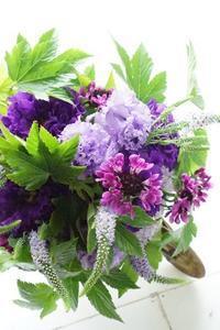 お好みのブーケが出来ます。アイロニー花deレッスン - お花に囲まれて