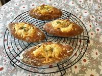 ポルチーニ茸のグラタンブレッドとロッサビアンコ - カフェ気分なパン教室  *・゜゚・*ローズのマリ