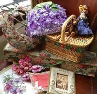 パリの蚤の市から*お花の帽子とパニエ・ドールなど - BLEU CURACAO FRANCE