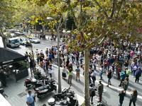 """今日も、興奮さめないカタルーニャ人たちは・・・ - """"みんなアベコベ、日本とスペイン!"""""""