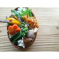 牛ロースステーキ青椒肉絲BENTO - Feeling Cuisine.com