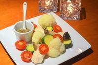 蒸し野菜と蒸し鶏アンチョビソース添え - まほろば日記