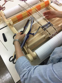 NHK文化センター守口「はじめての裂き織り・手織り」始まりました! - 手染めと糸のワークショップ