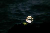 十六夜の月と岐阜城 - びっと飴