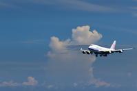 CAL B747-400 RWY18へのアプローチ 雲と共に - 南の島の飛行機日記