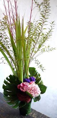ザ・ルーテルホールでピアノリサイタルをされる渡部 美蕗 様へのアレンジメント2種。2017/10/06。 - 札幌 花屋 meLL flowers