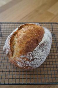 スペルト小麦のカンパーニュと冬支度 - launa パンとお菓子と日々のこと