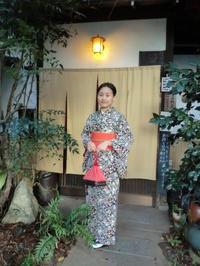オレンジ色の帯が映える素敵なお着物姿のお嬢様。 - 京都嵐山 着物レンタル&着付け「遊月」
