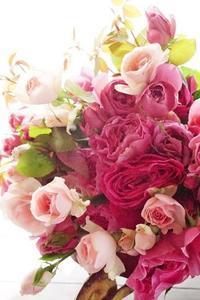 和ばらのブーケは嫋やかさを大切に - お花に囲まれて