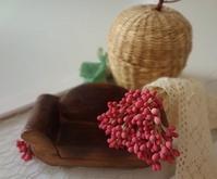 赤い実のつづき - handmade flower maya