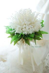 秋に、スズランのブーケを持ちたい場合 プリザーブドフラワーのすずらんのブーケ、花屋の矜持 - 一会 ウエディングの花