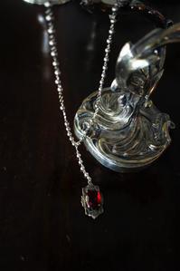 赤ガラスのペンダントトップの銀玉ネックレス29 - スペイン・バルセロナ・アンティーク gyu's shop