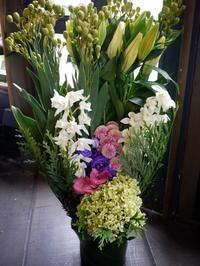 御命日にアレンジメント2種。旭町3にお届け。2017/10/12。 - 札幌 花屋 meLL flowers