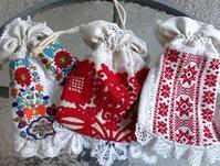 東欧の蚤の市から*可愛い刺繍の布小物 - BLEU CURACAO FRANCE