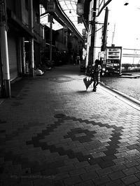 雨の商店街 - ぽとすのくずかご