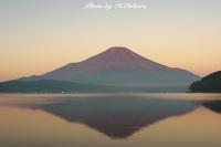 静寂 夜明けの赤富士 - 写真家 海老原 勇人