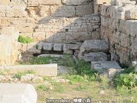 古代コリントスのローマ時代の公衆便所 - 日刊ギリシャ檸檬の森 古代都市を行くタイムトラベラー