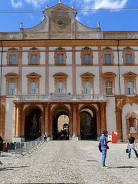 ぴかぴかになったサッスオーロの宮殿 (Palazzo ducale di Sassuolo 1) - エミリアからの便り