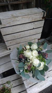 ナチュラルクラッチブーケ - unpas(アンパス)::福岡市中央区花屋(警固 けやき通り花屋)::